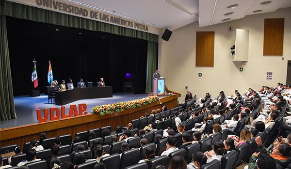 Estudiantes UDLAP ganadores del primer lugar del Premio Municipal de Periodismo Transmedia